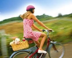 donna in bicicletta 2