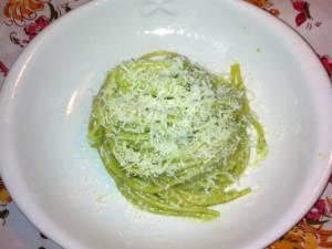 spaghetti-al-pesto-di-borragine